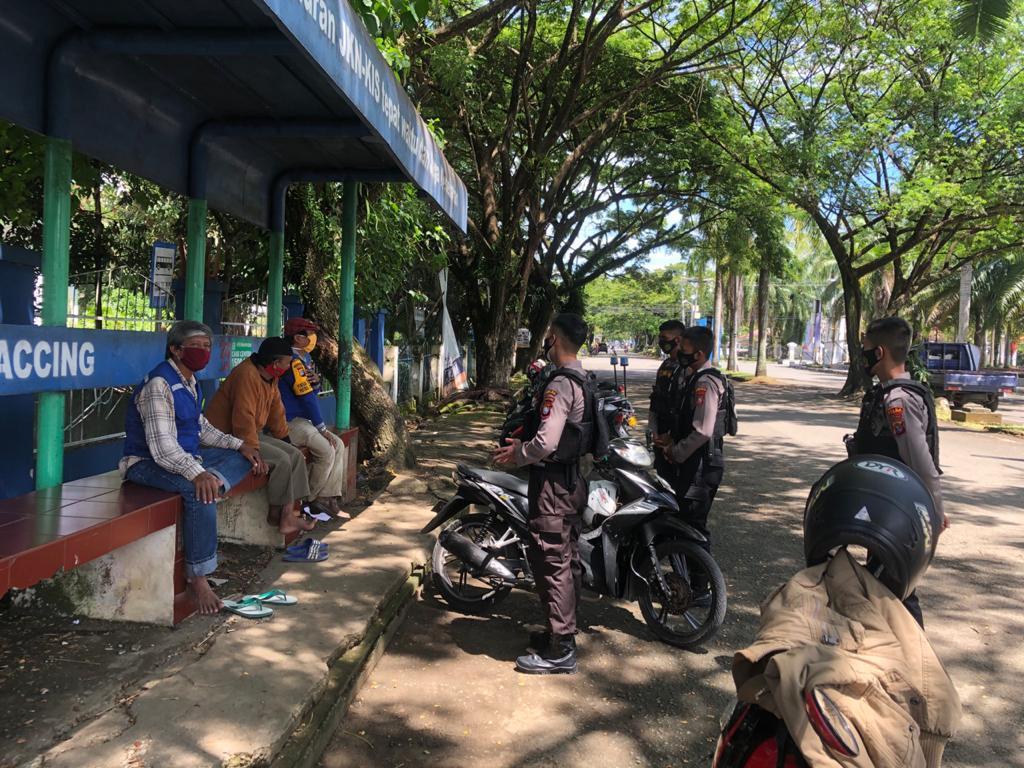 Sambangi Pekerja Ojek Pangkalan, Jajaran Samapta Polda Sulbar Himbau Protokol Kesehatan Dan Kamtibmas
