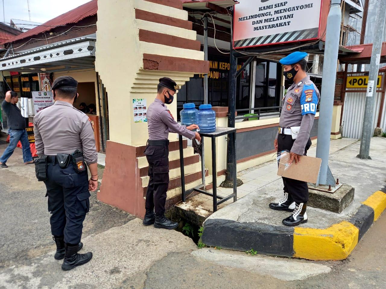 Dokpol Bersama Provost Polresta Mamuju Rutin Terapkan Protokol Kesehatan