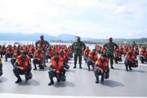 KRI Makassar 590 Sambangi Lanal Mamuju