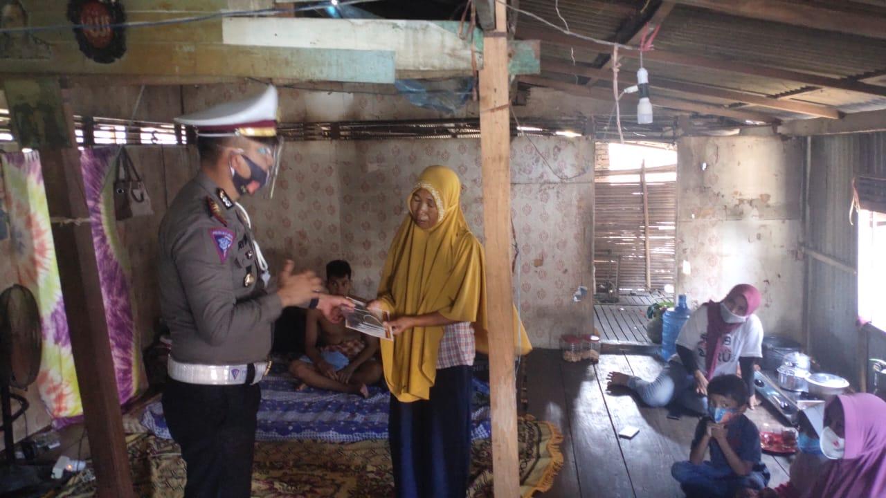 Sat Lantas Polres Polman Kunjungi Jamal Penderita Kanker Usus