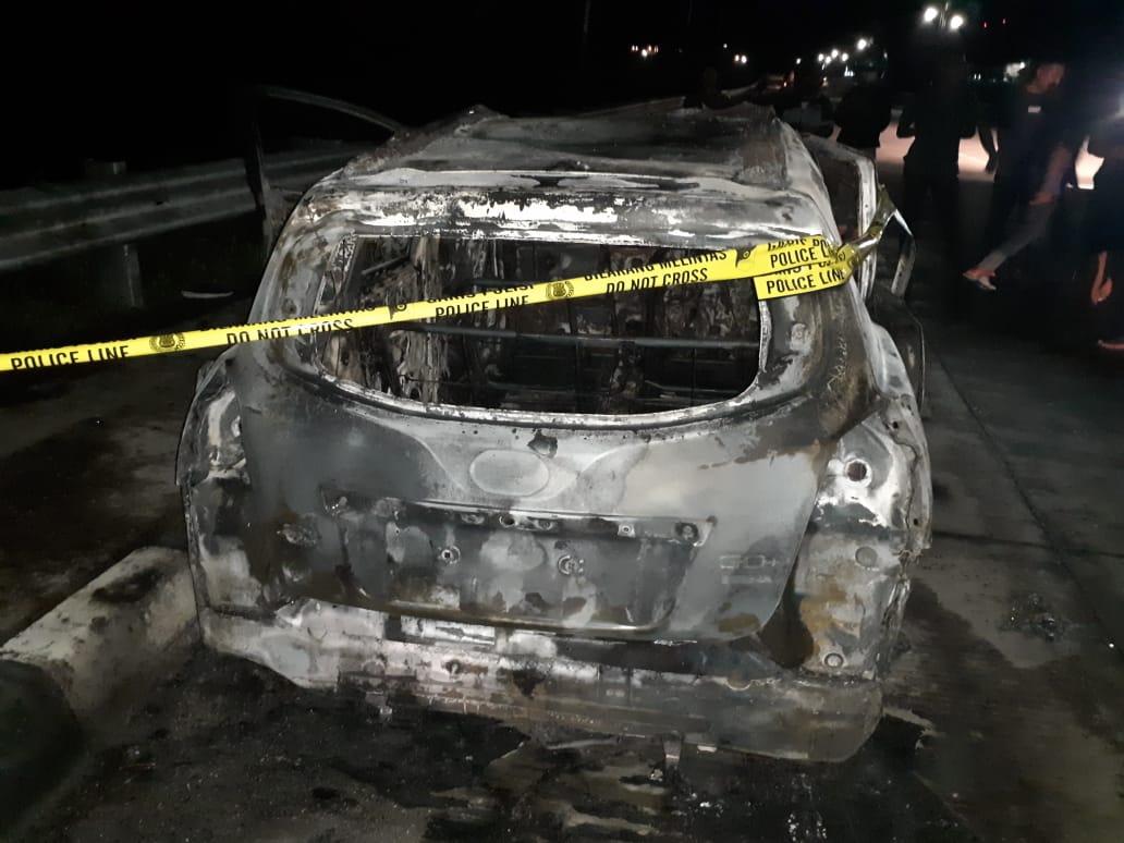 Korsleting Listrik Diduga Penyebab  Datsun Go+ Terbakar Di Arteri