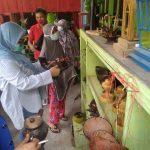Tina Kunjungi Pengrajin Batok Kelapa Di kalukku