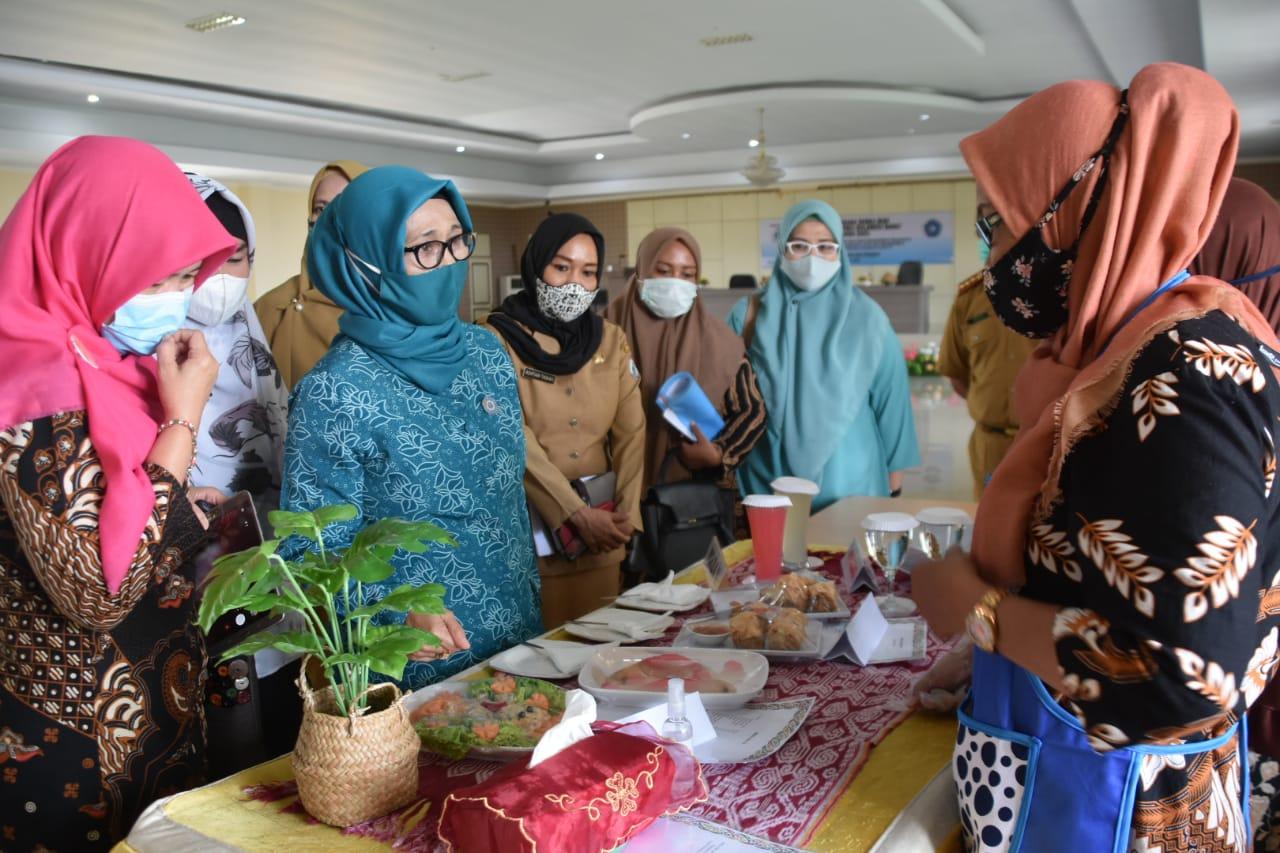 Gunakan Masker TP. PKK Sulbar Gelar Lomba Masak Serba Ikan