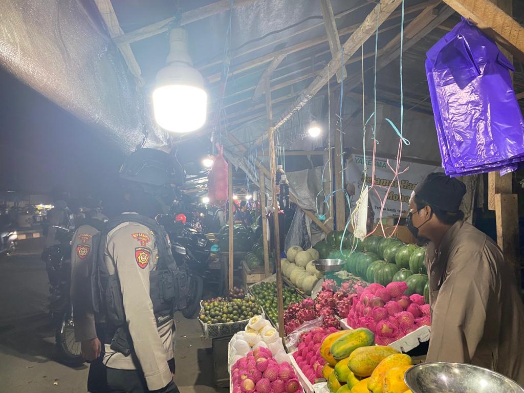 Samapta Polda Sulbar Himbau Pedagang Tetap Pakai Masker
