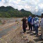 Tina Kunjungi lokasi Abrasi Sungai di Kombiling