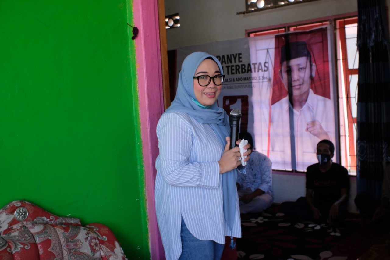 Sutinah Suhardi  Kampanye di Dusun Salukaha
