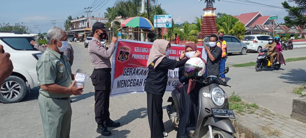 Hari Pahlawan, Polres Pasangkayu Bersama KBPP Bagikan Masker