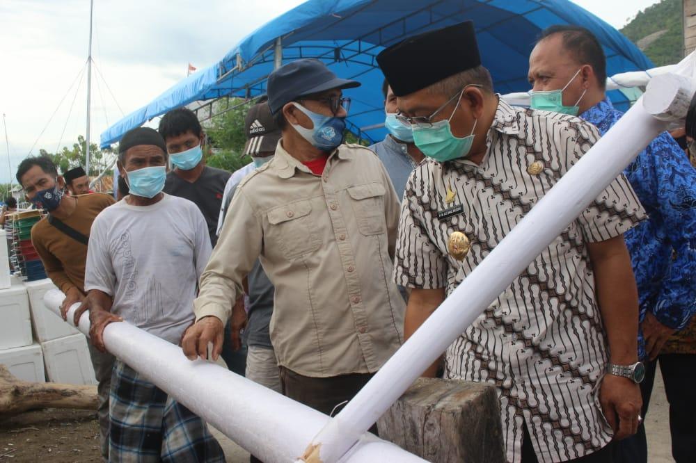 Gubernur Sulbar Kembali Serahkan Perahu Sandeq Untuk Nelayan