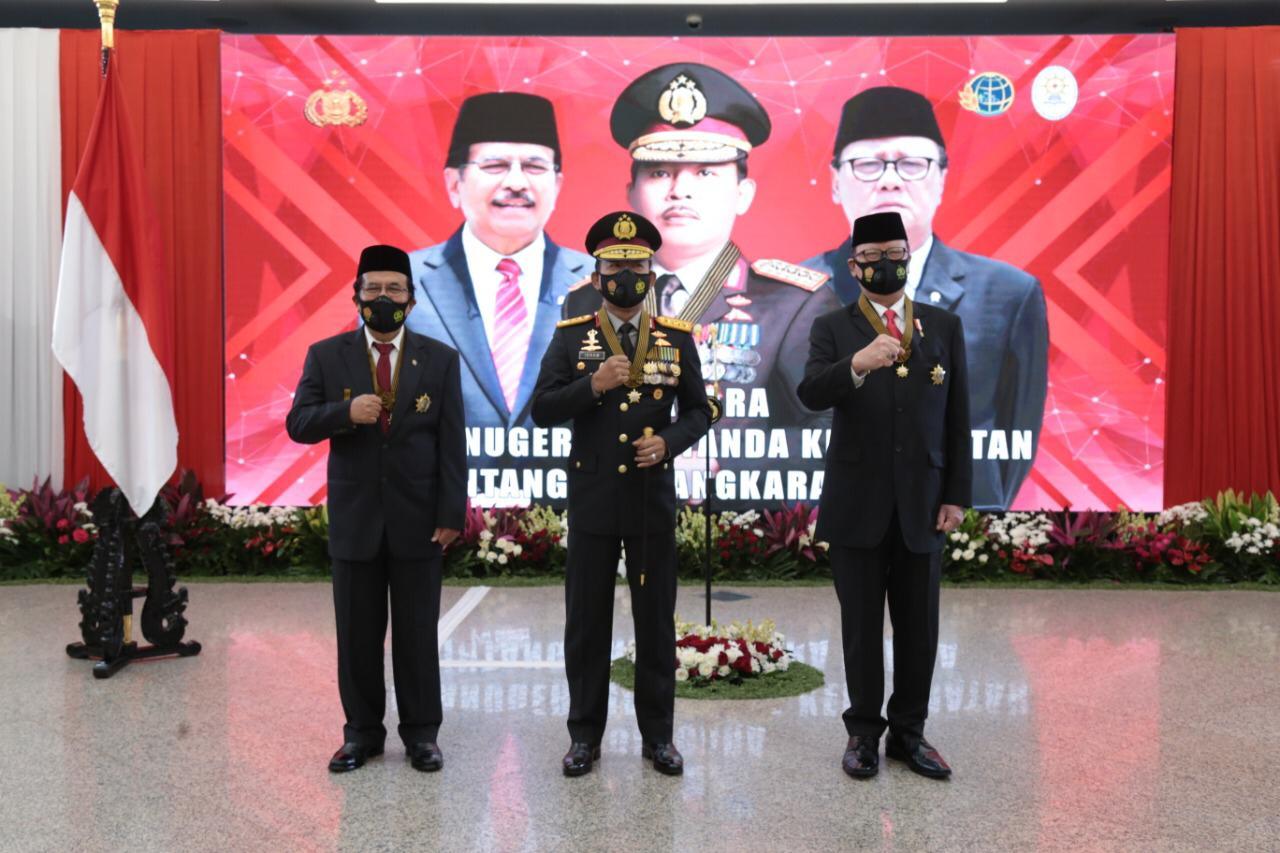 Kapolri Berikan Bintang Bhayangkara Utamakepada Menpan RB dan Menteri ATR/BPN