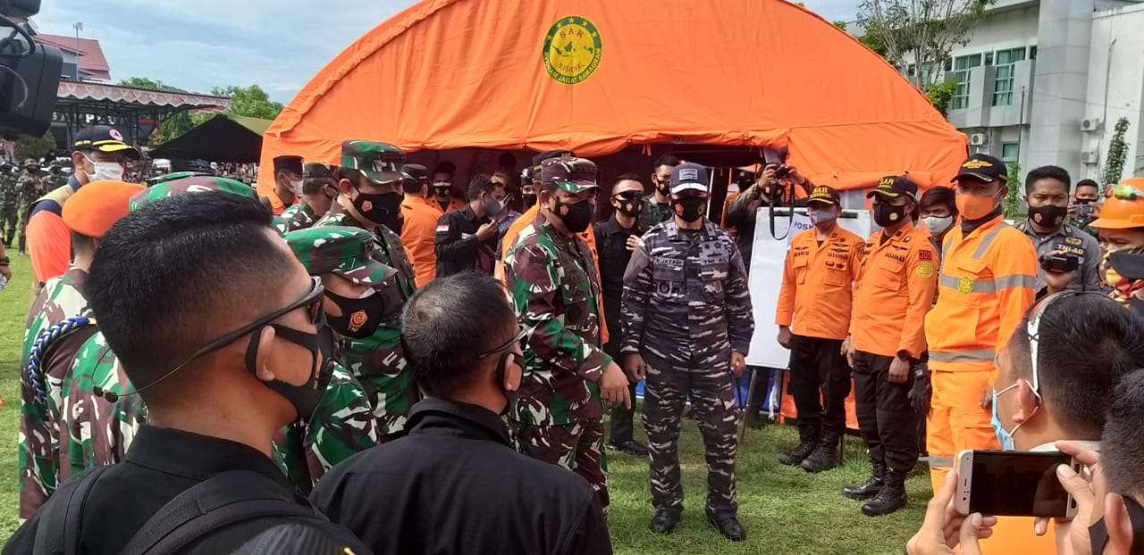 Panglima TNI Serahkan Bantuan di Sulbar
