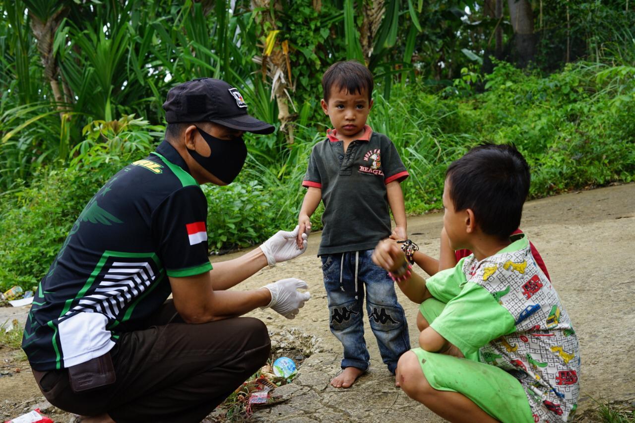 Biddokkes Polda Sulbar Bagikan Ribuan Obat-obatan untuk Para Korban di Mamuju