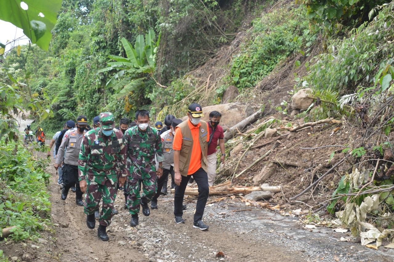 Danrem 142/Tatag dampingi Ka. BNPB kunjungi Ulumanda Kab. Majene