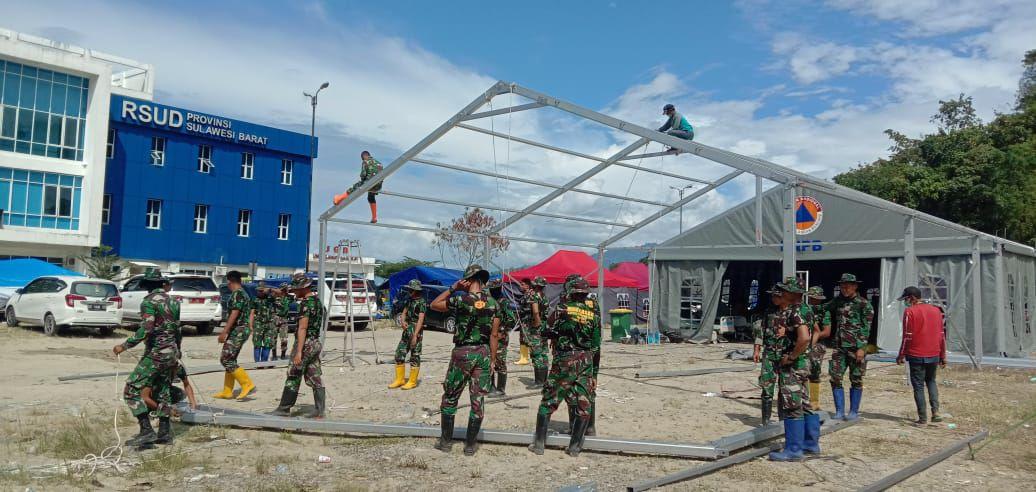 Prajurit TNI AD Dirikan Tenda di Rs. Regional