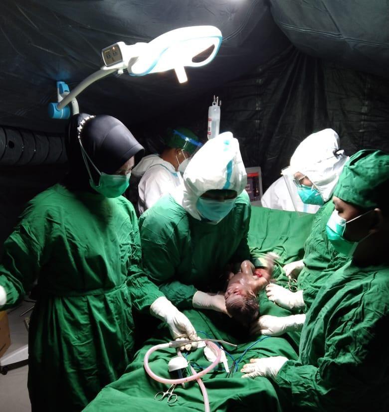 Operasi Caecar Dilaksanakan di Rumah Sakit Lapangan TNI - AD