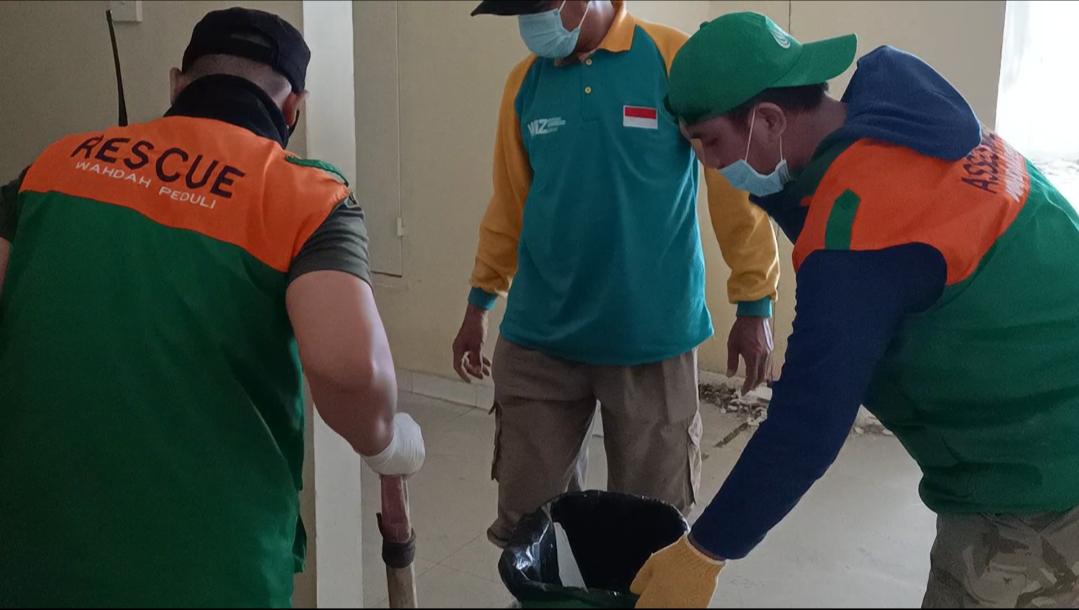 Wahdah Terjunkan Tim Bersihkan RS Regional Sulbar