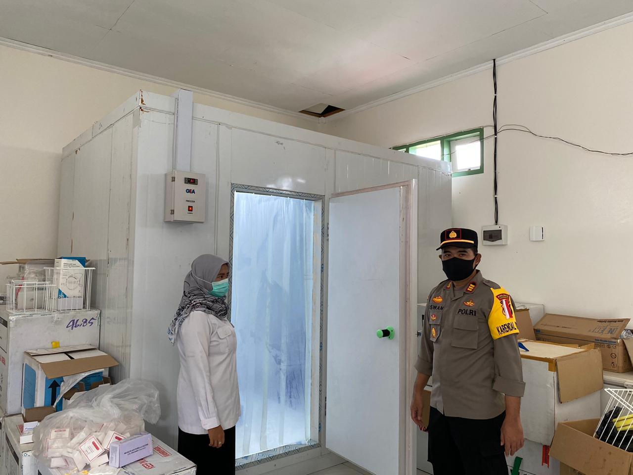 Kabag Ops Polres Pasangkayu Cek Gudang Penyimpanan Vaksin Covid-19 Di Pasangkayu.