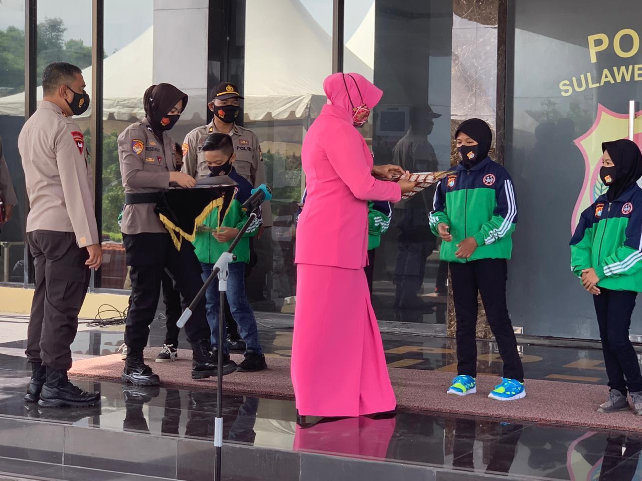 Tujuh Pelajar Mendapat Penghargaan Dari Kapolda Sulbar