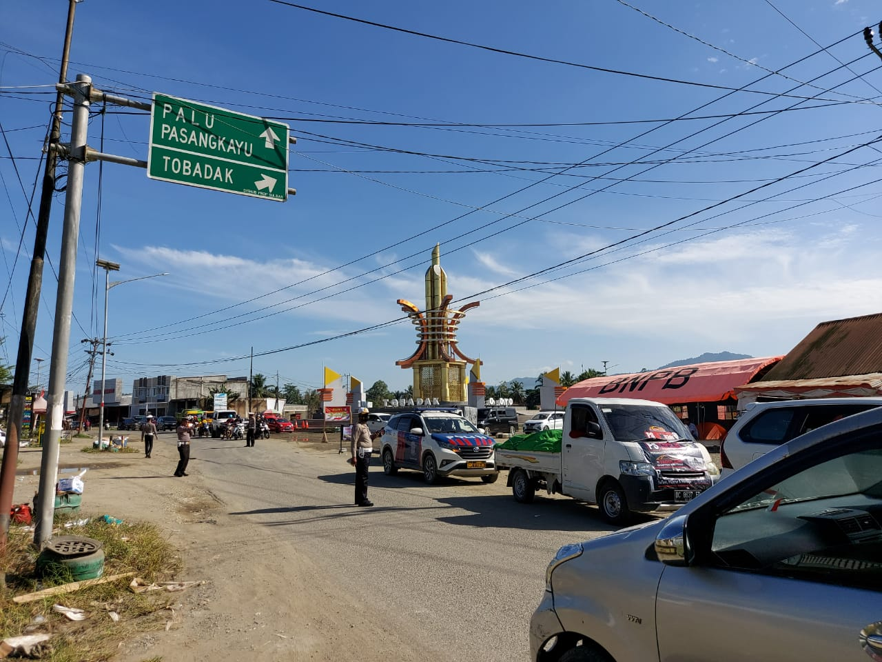 Personel Polres Mateng Kawal Pengiriman Logistik Ke Korban Gempa di Sulbar