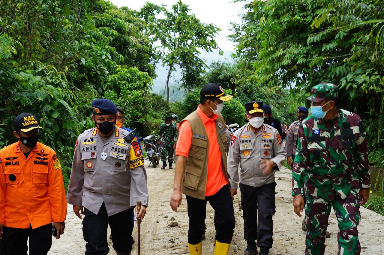 Kapolda Sulbar bersama Kepala BNPB dan Forkopimda, Pastikan distribusi Bantuan tersalur hingga ke Pelosok