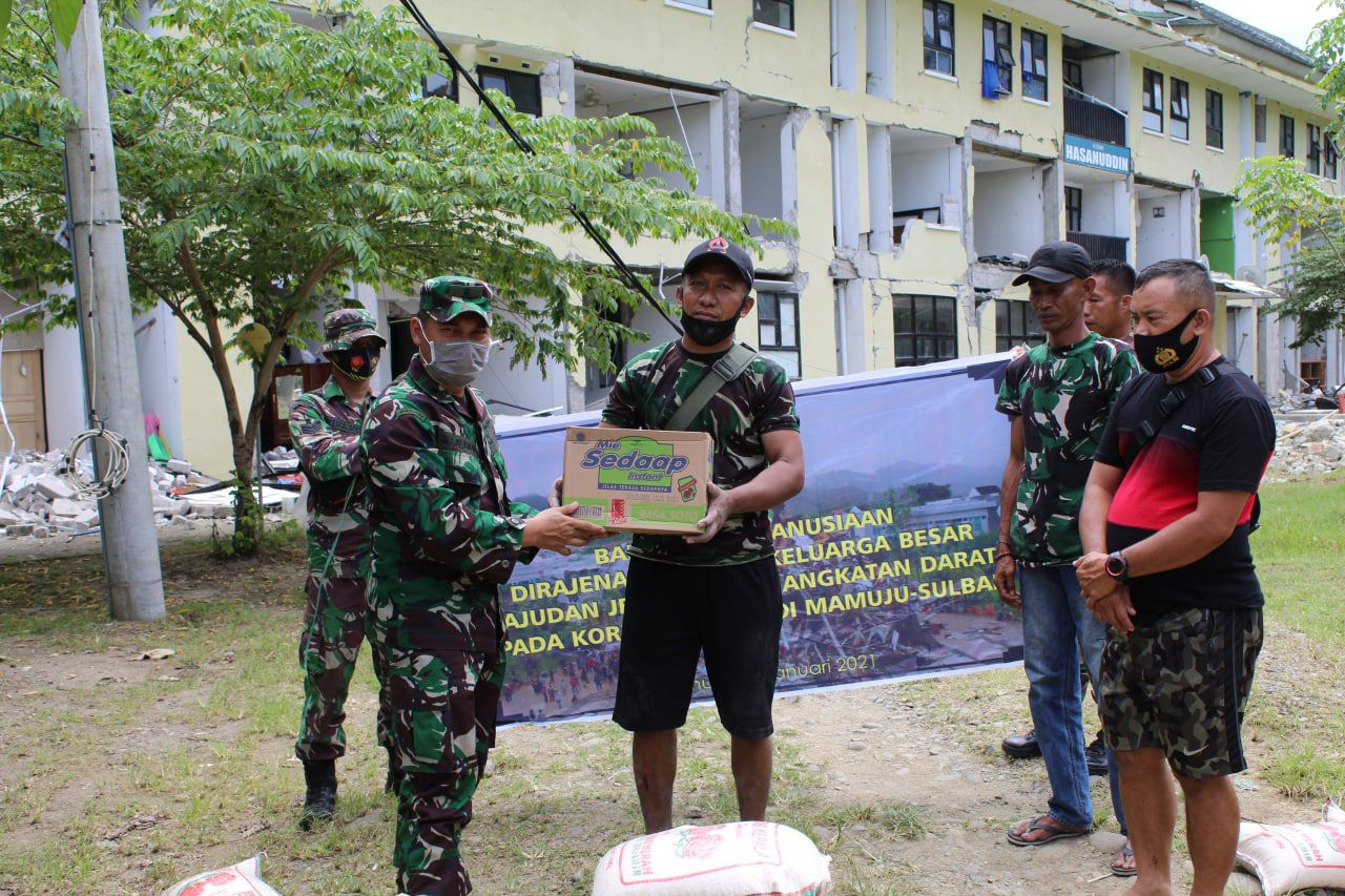 Dirajenad Bantu Sembako Untuk Prajurit Ajenrem 142/Tatag