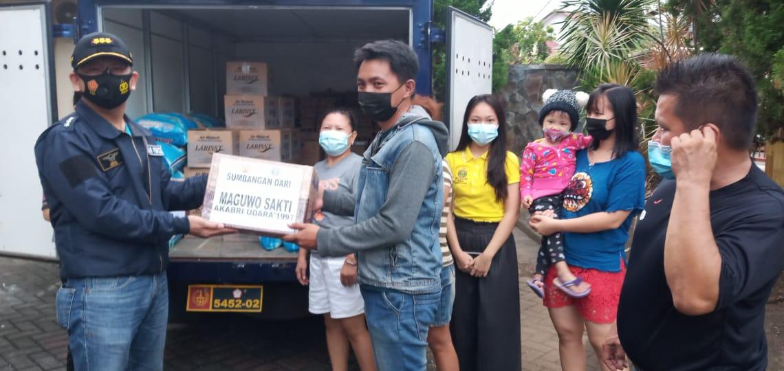 Komandan Lanud Sam Ratulangi Sambangi Korban Banjir