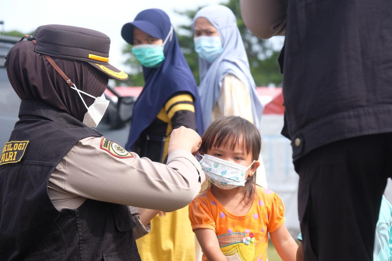 Polda Sulbar dan SSDM Polri Trauma Healing di Pengungsian