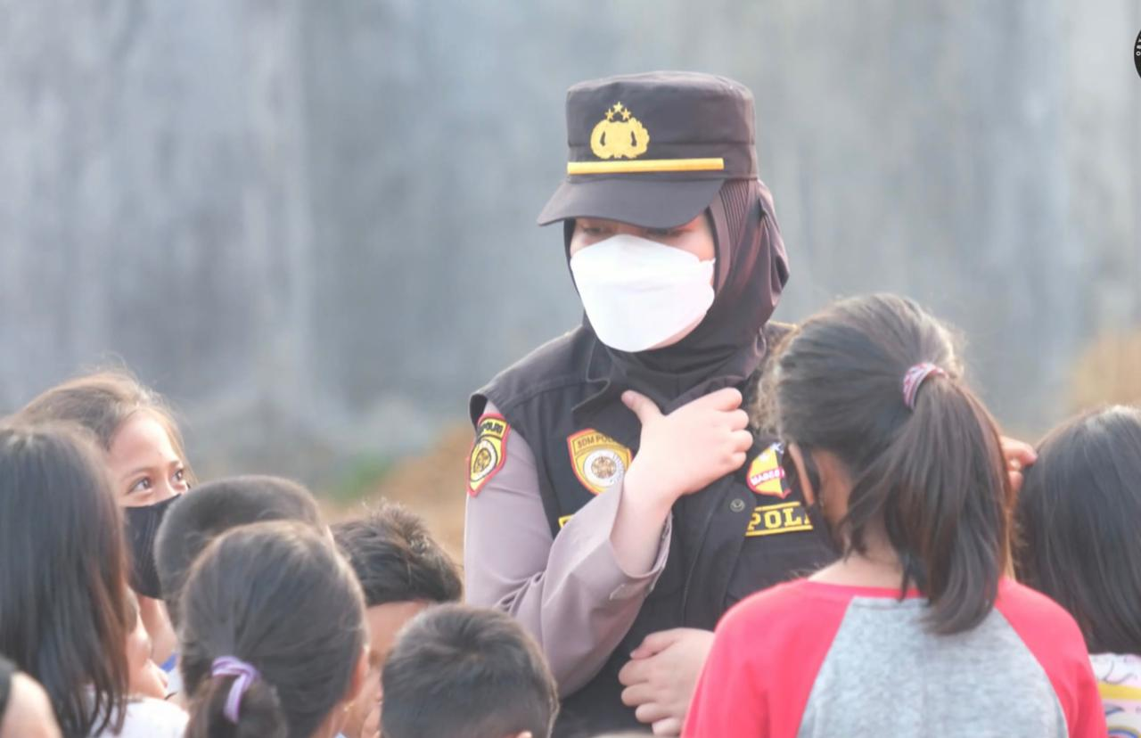 Tim Trauma Healing Polda Sulbar dan SSDM Polri sambangi pengungsi di Titik Gempa