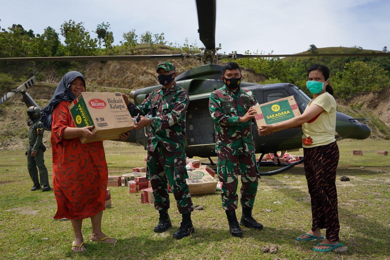 Helikopter TNI AD Aktif Salurkan Bantuan.
