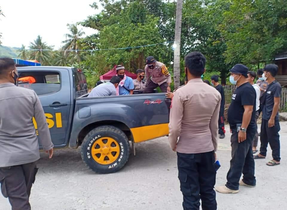 Mayat Ibu Lansia di Gotong Gunakan Mobil Dobel Kabin Polres Majene
