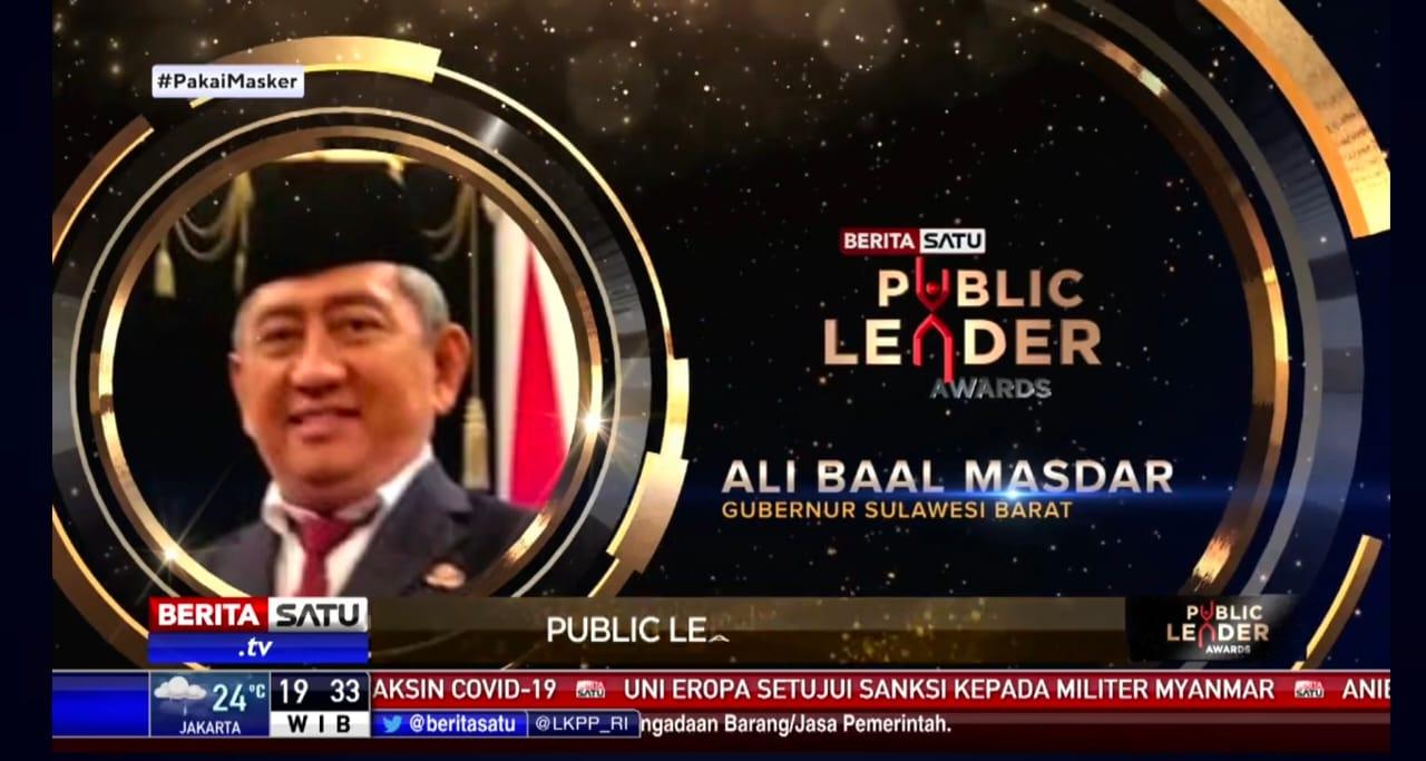 Gubernur Sulbar Terima Penghargaan Public Leader Awards