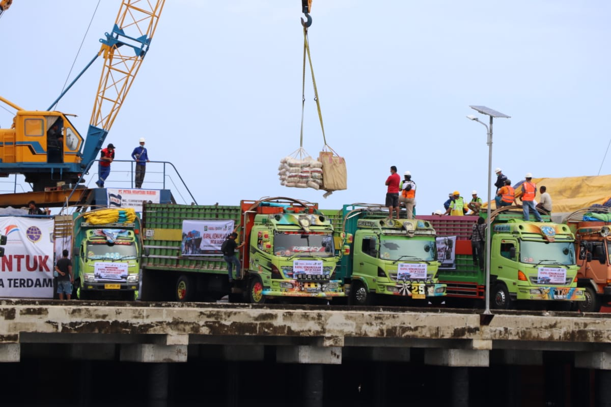Gubernur Sulbar Lepas Armada 1.000 Ton Beras Bantuan ACT