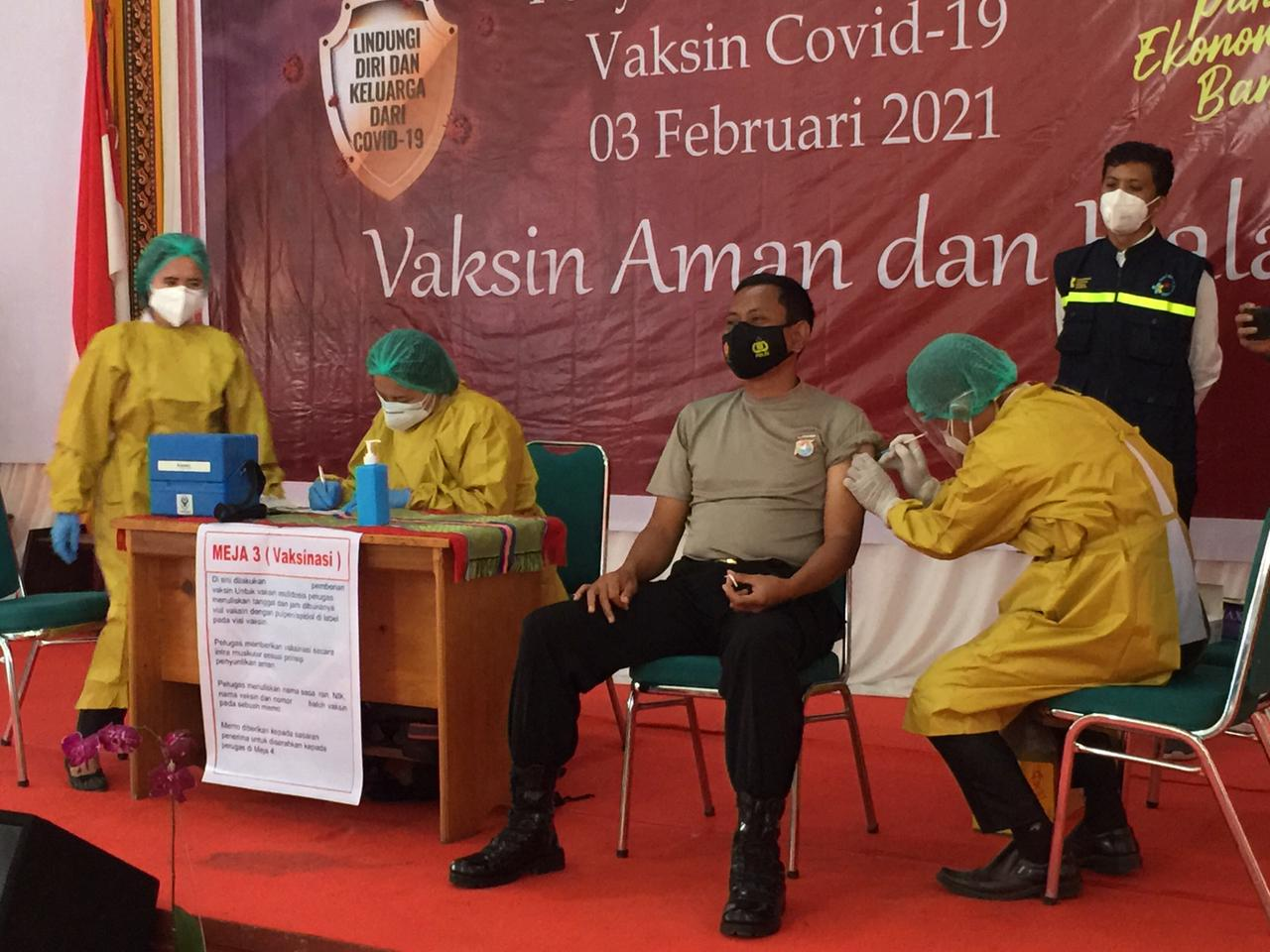 Kapolres Mamasa divaksin, AKBP Indra ; Saya merasa baik-baik saja
