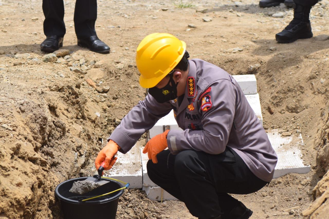 Kapolri Pimpin Peletakan Batu Pertama Pembangunan 50 Rumah Hunian Tetap Polda Sulbar