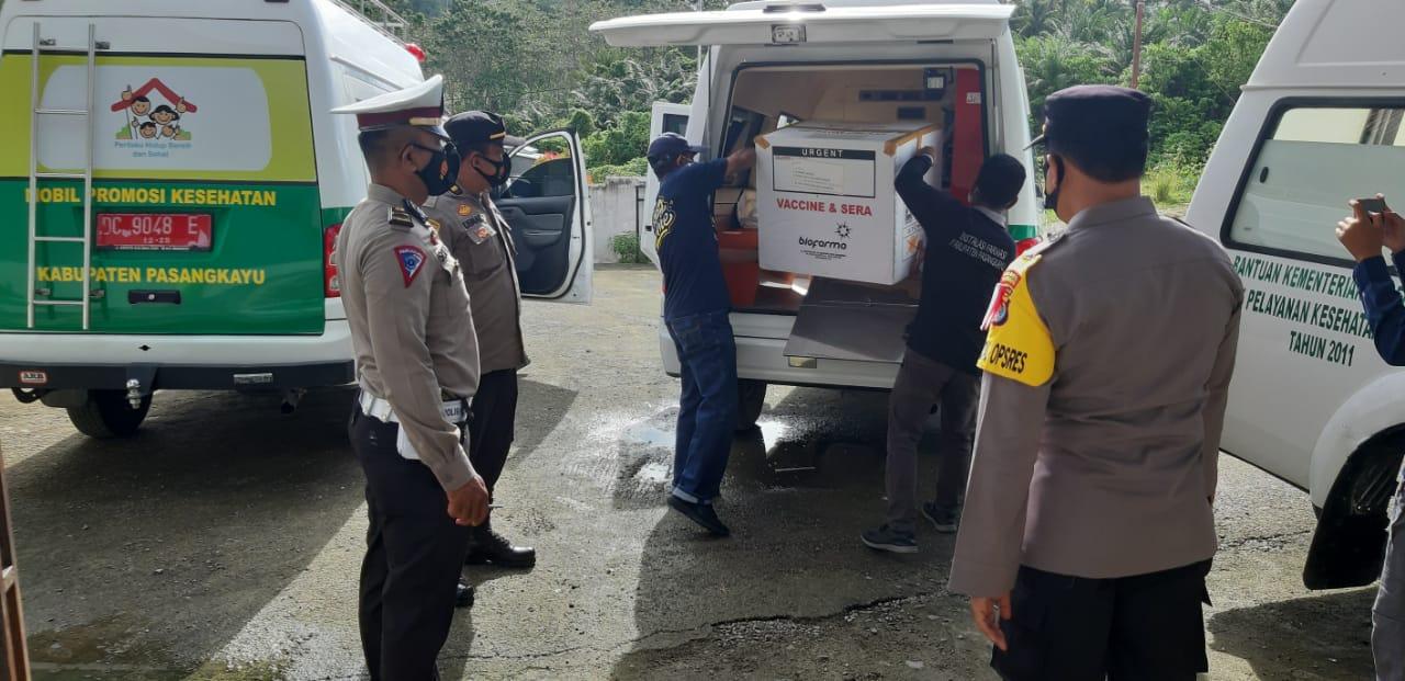 Personil Polres Pasangkayu Kawal Vaksin Covid-19 Tahap II Tujuan 14 UPT.