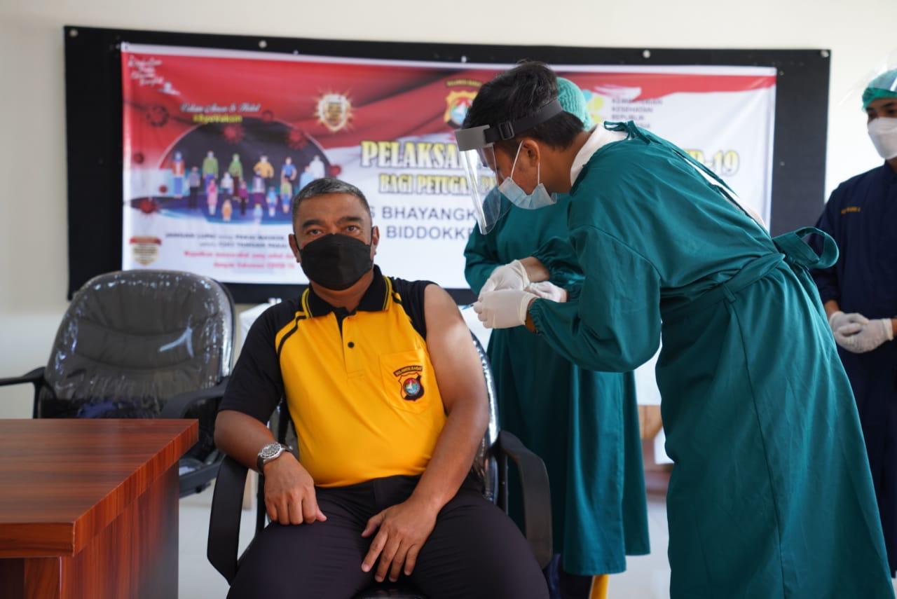 Vaksin Tahap Dua, Ini Yang Dirasakan Kapolda Sulbar dan Pejabat Utama