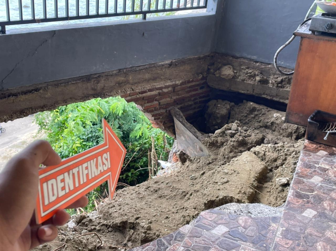 Tiga Orang Penghuni Kost Terperosot Ke Jurang, Polres Majene Lakukan Proses Evakuasi