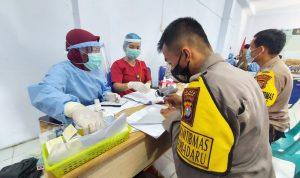 Personel Polres Mamuju Tengah Terima Vaksin Covid-19 Tahap I
