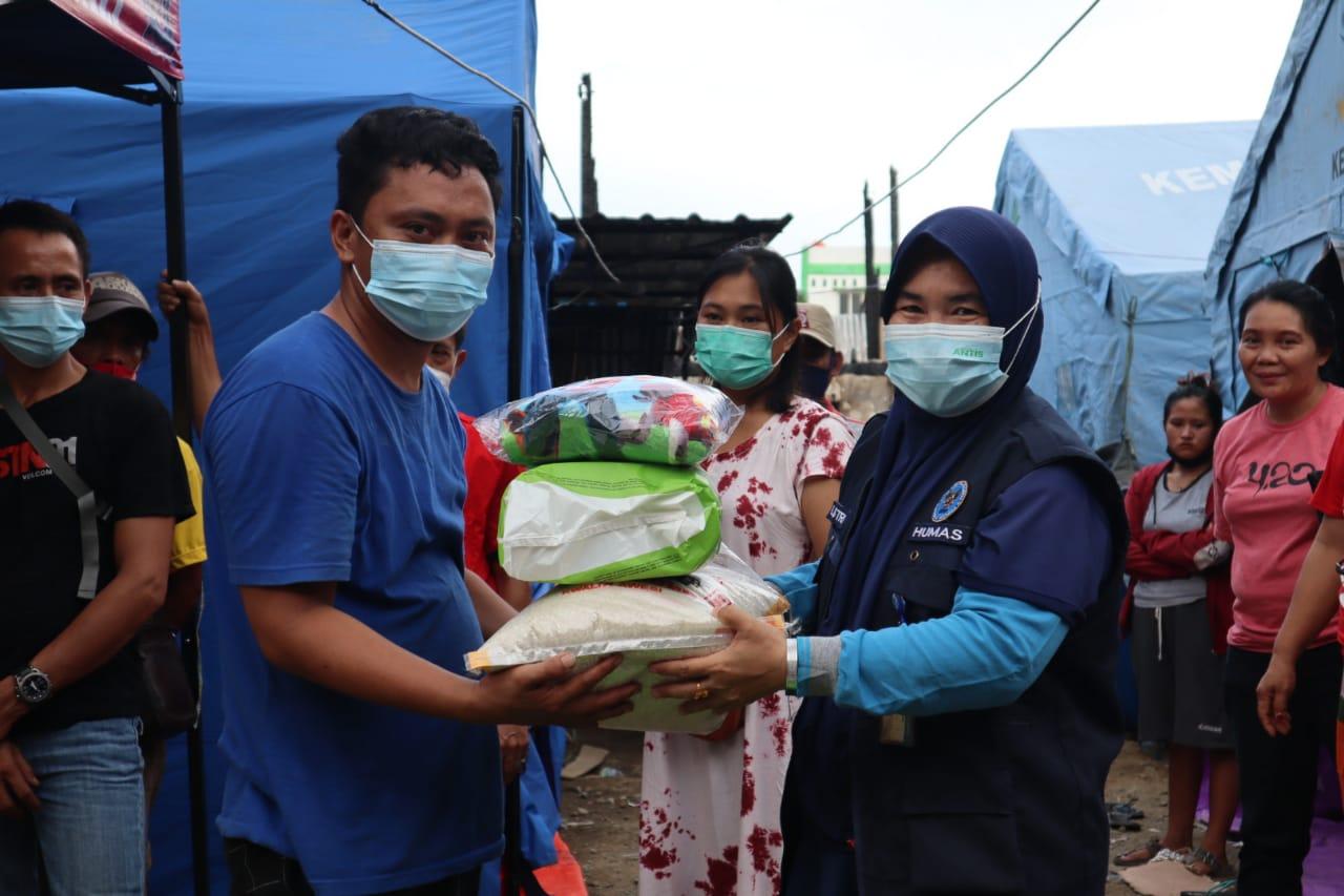 BNNP Sulbar Distribusikan Bantuan Kepada Korban Bencana Kebakaran di Mamuju