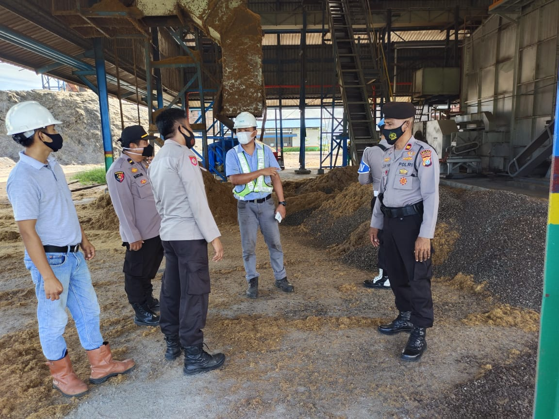 Personel Polres Mamuju Tengah Operasi Yustisi di Perusahaan