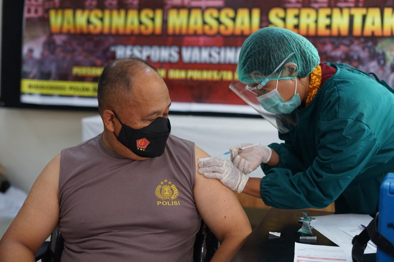 Polda Sulbar lakukan Vaksinasi Serentak