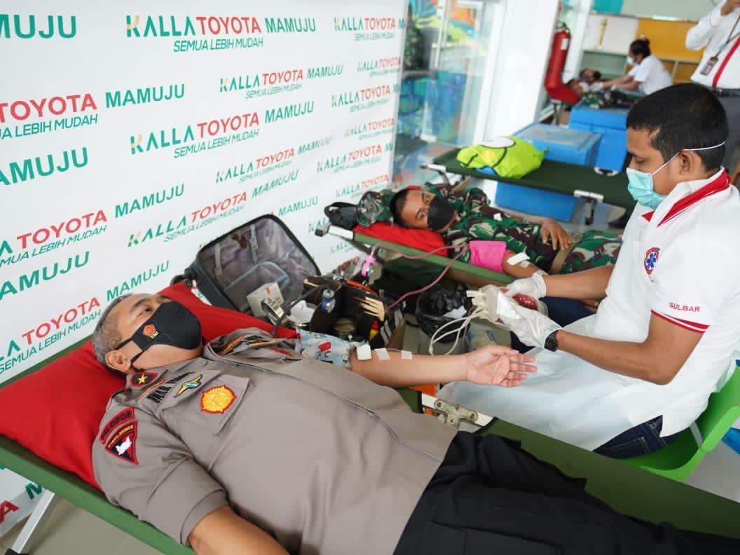 Bantu Penuhi Pasokan Darah PMI, Waka Polda Sulbar Donorkan Darah