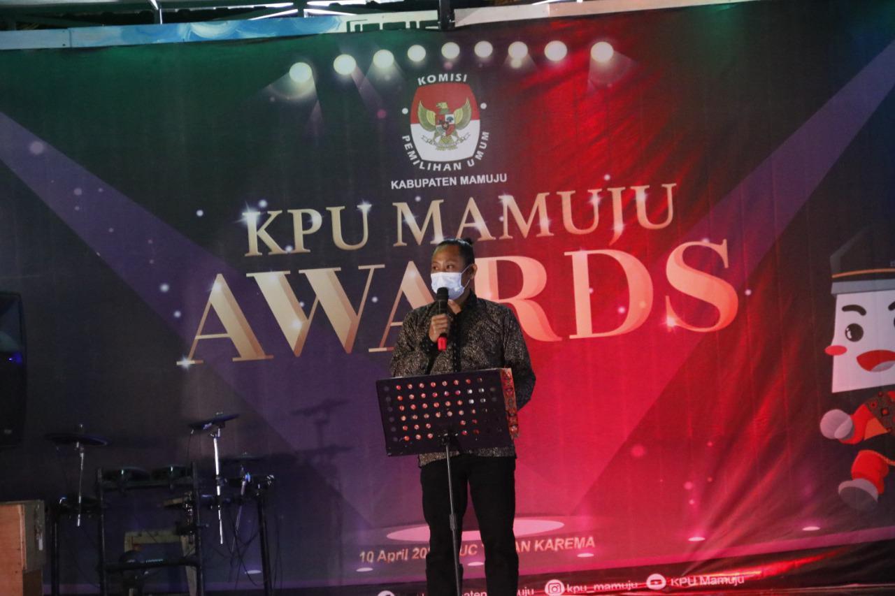 Selamat, Sejumlah Pihak Terima Penghargaan KPU Mamuju Award