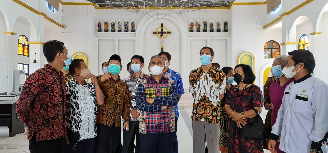 Gubernur Sulbar Kunjungi Gereja Toraja Mamasa