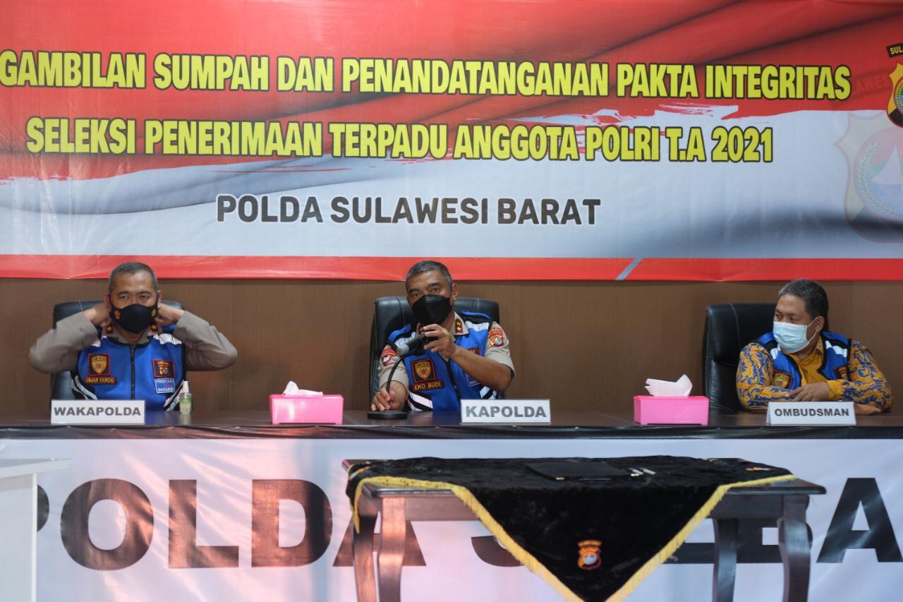 Penandatangan Pakta Integritas dan Pengambilan Sumpah 1.707 Peserta Penerimaan Polisi di Sulbar