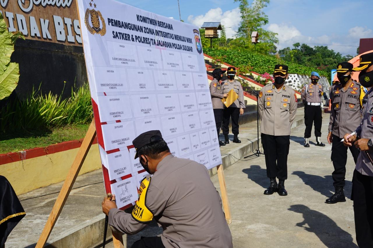 Komitmen Pembagunan ZI Menunju WBK, Kapolresta Lakukan Penanda Tanganan Pakta Integritas