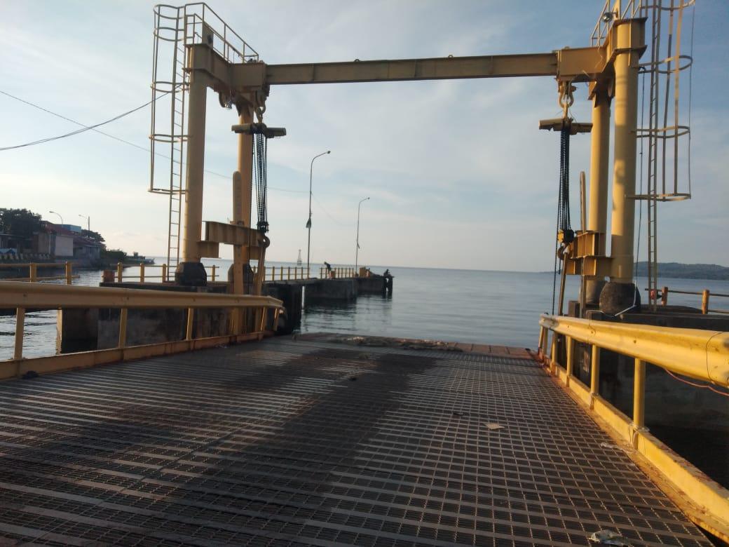 Pelabuhan Feri Mamuju Rusak Parah