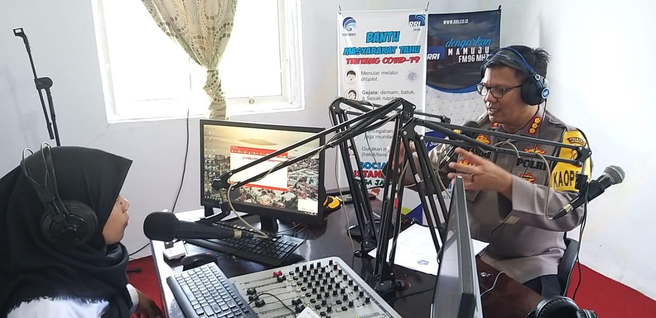 Lewat Radio, Kapolresta Mamuju Mengedukasi Terkait Larangan Mudik