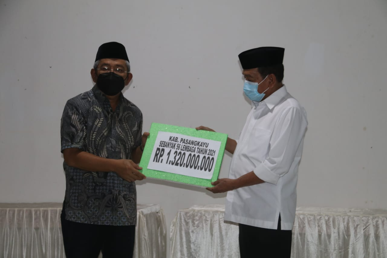 Gubernur Sulbar Serahkan Bantuan Dana Hibah Mesjid Rp1,3 M untuk Pasangkayu