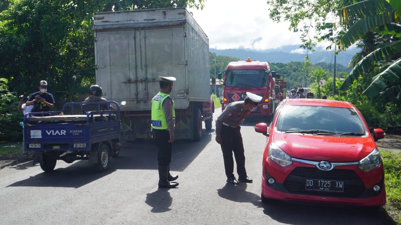 Larangan Mudik Hari Pertama, Puluhan Kendaraan Diputarbalik di Perbatasan Sulsel – Sulbar.