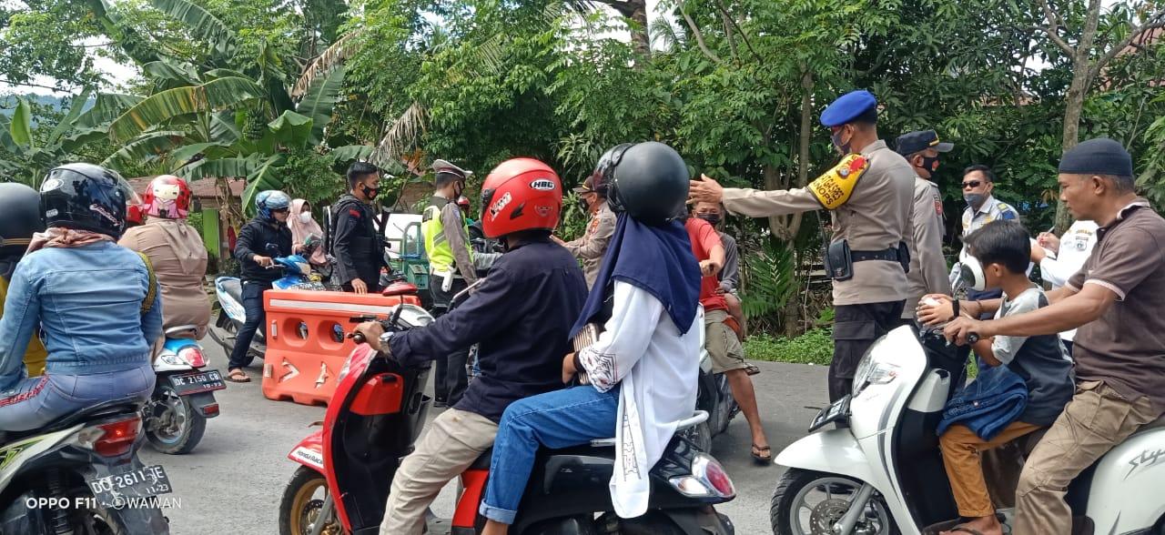 Puluhan Kendaraan Diputar balikkan di Pos Penyekatan Sulbar Sulsel
